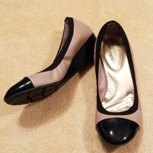 Dexflex Comfort Black and Tan Wedges in Size 9W